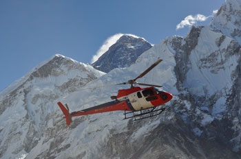 Discover the Mt. Everest (8848m) from Helicopter